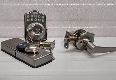 Lever & Keyless Deadbolt - silver Image